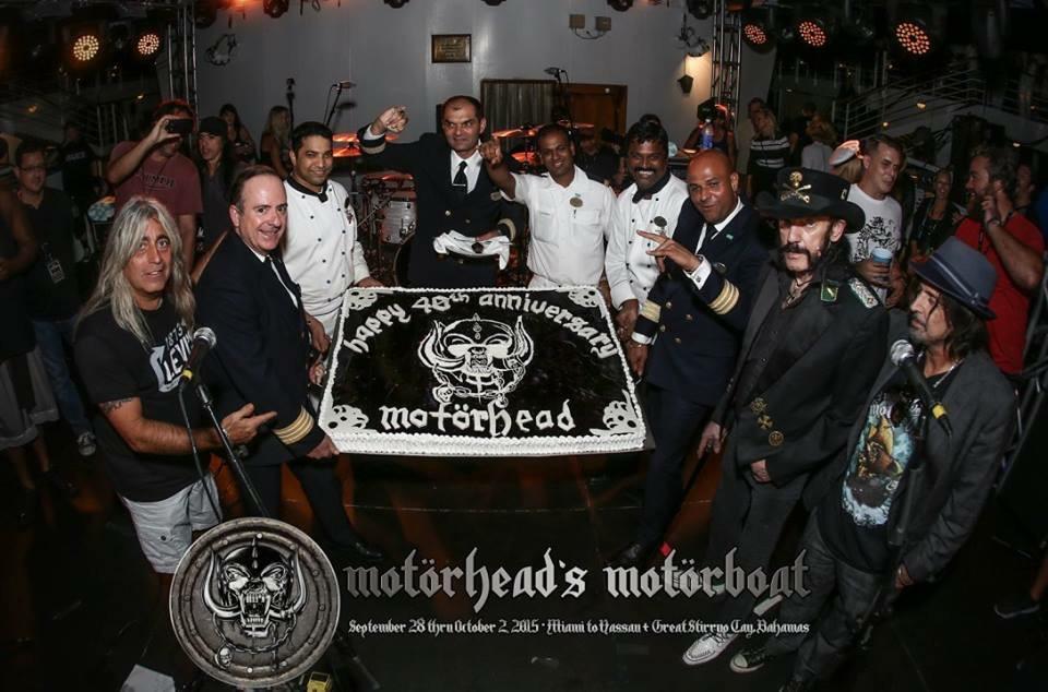 Motorboat cake